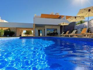 Algarve Villa Trinity, private heated pool & wifi, Albufeira