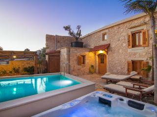 Villa Salis - Luxury Villa with Pool & Hot Tub!, Rethymnon