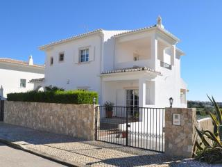 Villa Valentina (10min walk to Meia Praia beach)