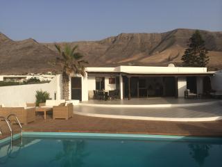 Beachside Villa, a luxery villa with pool, Famara