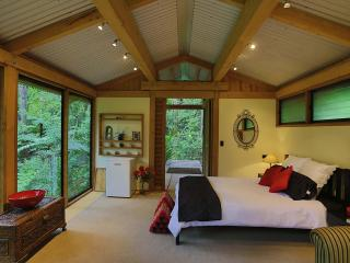 Romantic Chalet in Native Bush, Auckland