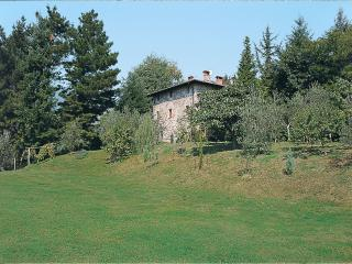 5 Bedroom Vacation Villa with a View at Franello, Monsagrati