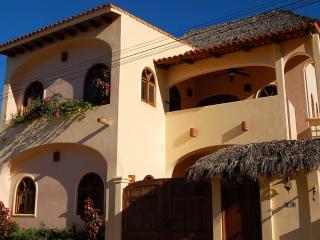 Casa Alegre - Duplex in town! - San Pancho