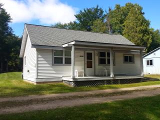 AuTrain River Cottage near Pictured Rocks 3Bedroom, Munising