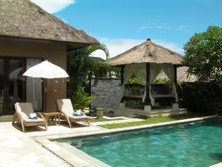 OPENING SPECIAL Teman Desa Villa Dua: Luxury 3 Brm, Canggu