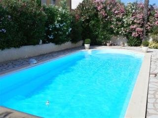 Holiday apartment with private pool nr Pezenas
