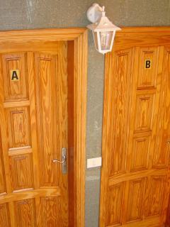 La puerta de entrada ** Entrance door