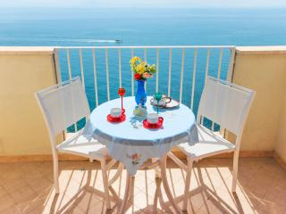 Amalfi: harmonious sea view apartment, Vettica