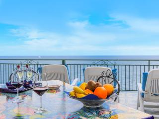 Tramonto: Amalfi Coast superior villa in Praiano