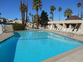 Desert Village - 1 level, Bdrm & Den - 980 sq ft, Rancho Mirage