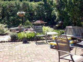 Private bedroom in historic house on famous Starr