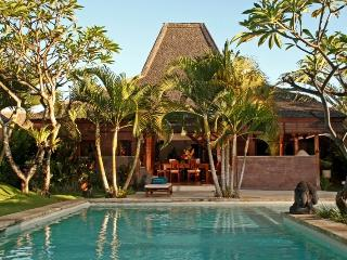 Dyana, Luxury 3/4 BR Villa, near beach, Seminyak