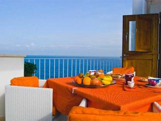 Casa Ardito with enchanting front sea view terrace, Polignano a Mare