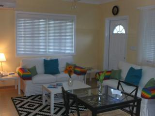 "Sunny ""Sunflower"" Suite, Upscale! Comfort! Quiet! Best Deal! Nearby Beaches!"