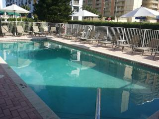 STUDIOS ,1BR APTs  IN A VERY CLEAN BEACH MOTEL ., Pompano Beach