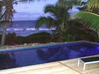 AVARO COTTAGE 25 steps to beach & shared pool
