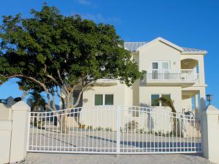 Creekside Townhome Villas, Private 2 bd, 2.5 bth, Grand Turk