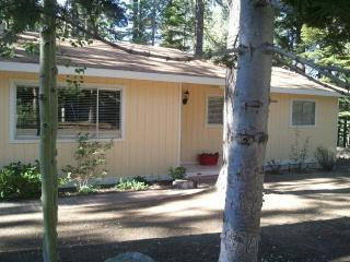 Cozy 3 Bedroom/2 Bath ~ Hot tub FREE WiFi - Tehama Mama!, South Lake Tahoe