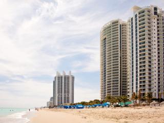 Marenas Resort #6 / 1 BEDROOM at Sunny Isles Beach