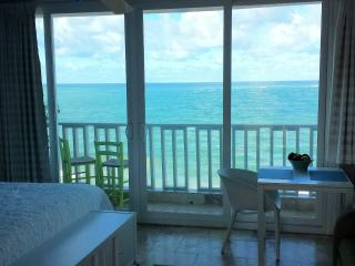 Amazing Condado Beachfront Studio Rental! San Juan