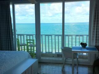 Amazing Condado Beachfront Studio Rental! San Juan
