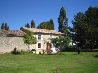 Beautiful Charente Stone Cottage in 4 acre grounds