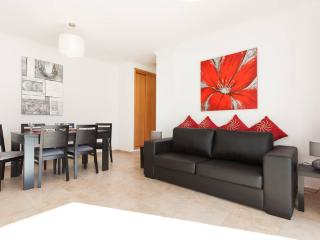 Luxury 75sqm 1 bed apartment Close to Marina and Town
