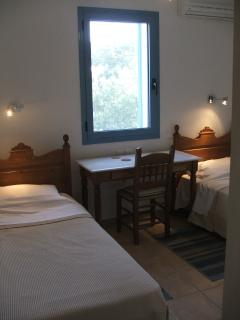 Twin bedroom with 2 comfortable single beds.