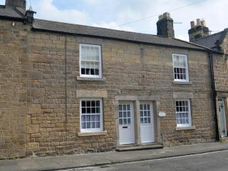 Large historic cottage in picturesque Corbridge