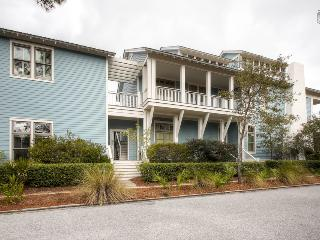 Amazing Carriage House - walking distance to everything Watercolor & Seaside have to offer! - Watercolor Family Retreat Carriage House, Santa Rosa Beach