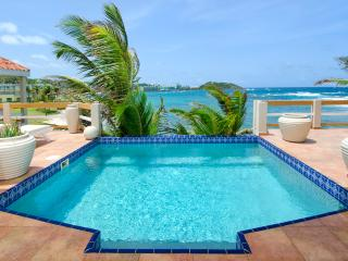BELL'MARE...endless visions of blue await you at this affordable oceanfront villa, Philipsburg