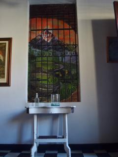 Mural de la Sierra Nevada de Santa Marta en la sala.