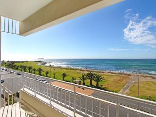 Westridge beachfront apartment with sea views, Cape Town