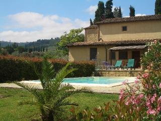 Quiet holiday apartment with private pool, Volterra