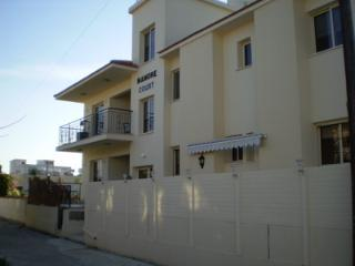 Το ήσυχο διαμέρισμα στο χωριό Πύλα για έως 6 με πισίνα, Pyla