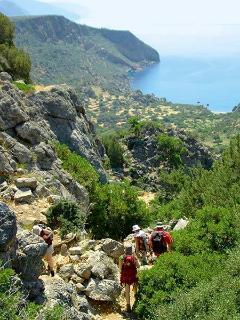 Trekking sur l'ancien chemin byzantin et découverte des magnifiques paysages de l'île.