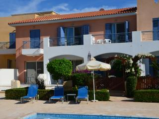 Private 5 * townhouse, ensuite bedrooms, pools