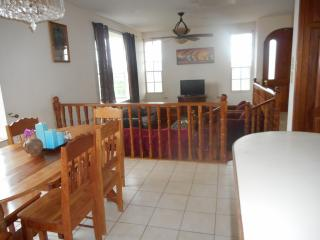 Awesome Spacious, Breezy, 4 Bedroom Tropical House, Belize City