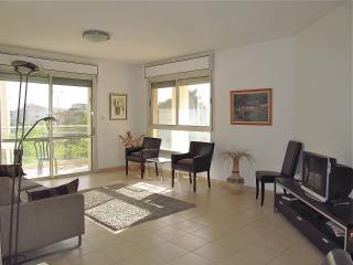 Comfortable and Friendly Family Baka Rental, Jerusalem