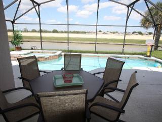 5 mins. Disney 4br/3ba Pool Villa, 2 master suite, Kissimmee