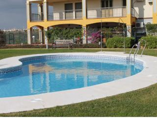 Holiday apartment with shared pool and golf nearby