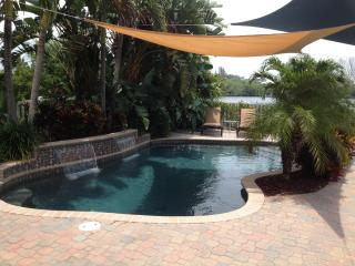 Palm Island Waterfront Pool Home 3 BR  / 2 Bath!!, Englewood
