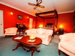 Davenport bedroom with own private sitting area, large bathroom with a spa bath, all the amenties