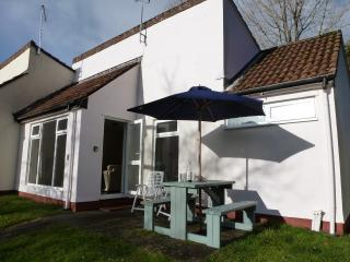 Holiday bungalow, St Ann's Chapel, Callington, Cornwall PL17 8NS with free WiFi