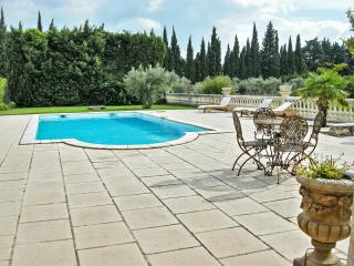 Noves villa provençale avec piscine