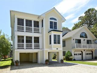 Modern, 8 bedroom large home with ocean views. Only 1/2 block to the beach!, Bethany Beach