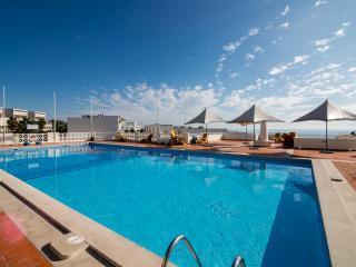 Top floor apartment, pool and fantastic views