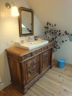 La salle d eau (il y a aussi une salle de bain avec baignoire)