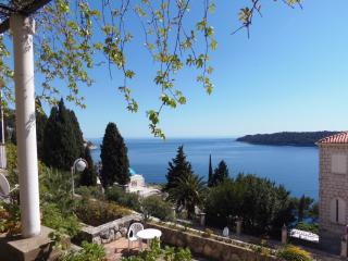 Apartment across Argentina hotel -Dubrovnik