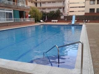 AMAZING FLAT NEAR THE BEACH WITH SWIMMING POOL, Lloret de Mar